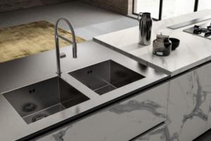 Cucina Scavolini Mod. LiberaMente Zona Lavaggio con Vasche Integrate su Piano Top in Acciaio