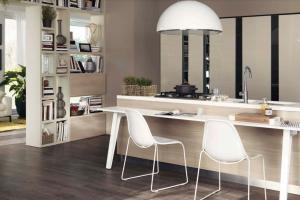 Cucina Scavolini Mod. Motus Finitura Decorativo Olmo Jaipur e Laccato Lucido Tortora con Vetro Specchiato