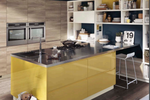 Cucina Scavolini Mod. Motus Finitura Decorativo Olmo Navajo, Laccato Lucido Giallo Sole e Laccato Opaco Bianco Prestige